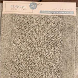 NWT Bath mat set.  100% cotton